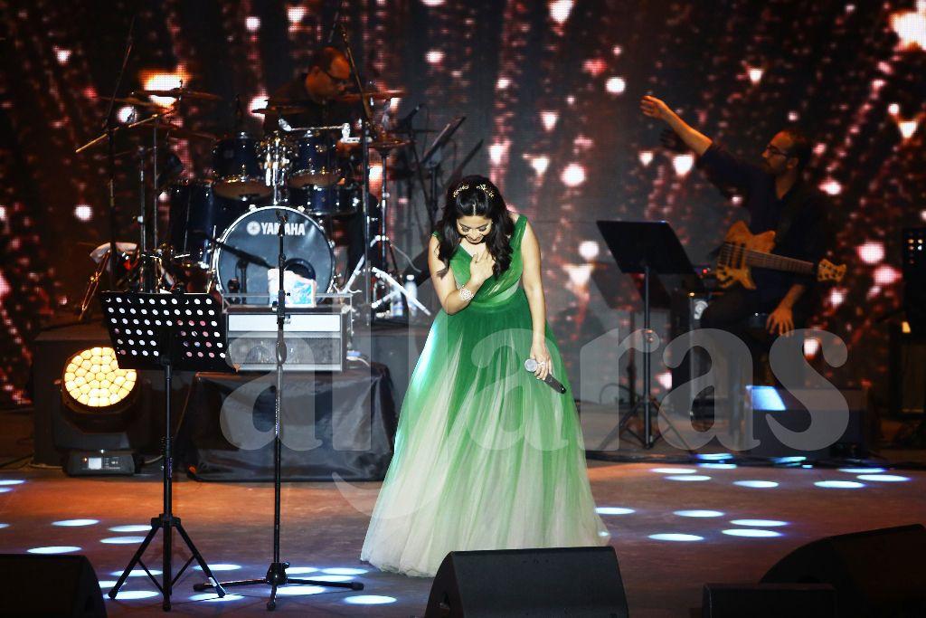 شيرين عبد النور انحنت لجمهورها اللبناني