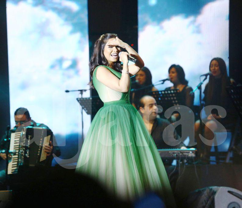 شيرين عبد النور أعربت عن سعادتها بالجمهور الذي ملأ كل المدرجات