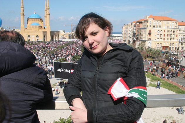 ليال نجيب في التظاهرات التي عمت لبنان 2005 عقب اسشهاد الرئيس الحريري