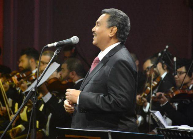 محمد عبده وخلفه فرقته الموسيقية