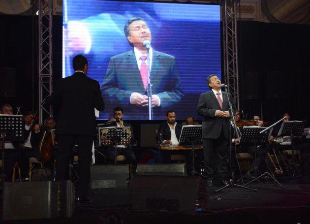 محمد عبده على المسرح