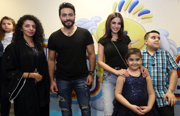 النجم المصري تامر حسني يزور عالم مدهش