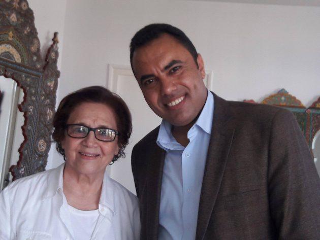 الصحافي حسن أبوالعلا مع المناضلة الجزائرية جميلة بوحيرد