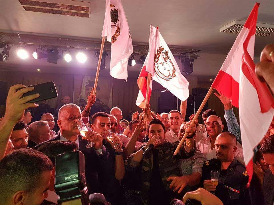 الأعلام اللبنانية ترفرف في حفل هشام الحاج