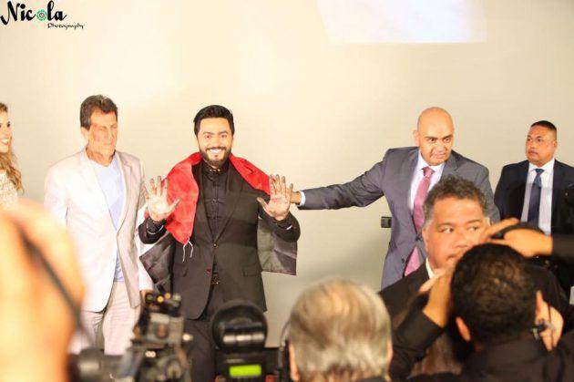 النجم المصري تامر حسني يضع بصمته على المسرح الصيني في هوليوود