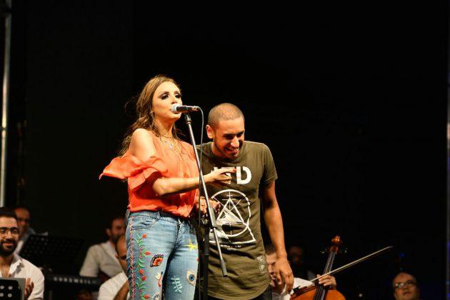 أنغام تحيي ابنها على المسرح