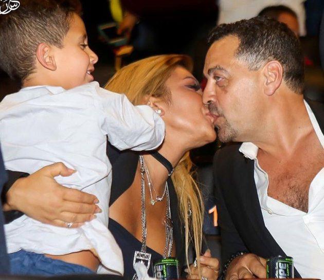 اصالة نصري وقبلة حميمة مع زوجها طارق العريان امام ابنهما