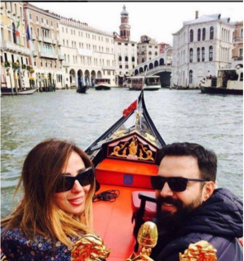 تيم حسن وزوجته وفاء الكيلاني بأحدث صورة لهما