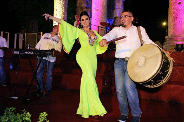 ليال عبود ترقص على المسرح