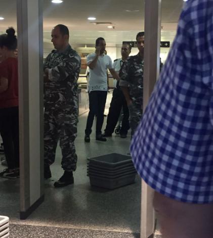 حسين اليك يهدد عناصر الأمن في مطار بيروت