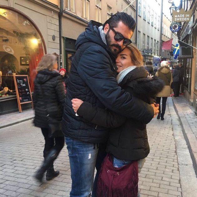 الصورة التي نشرها يزن السيد له برفقة زوجته