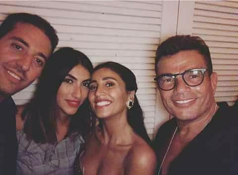 الفنان المصري عمرو دياب مع الممثلة المصرية دينا الشربيني في حفل عيد ميلاده