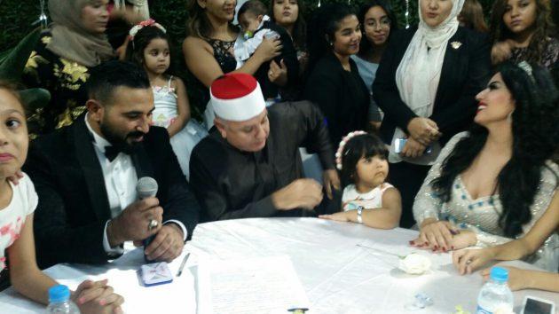 سمية الخشاب وأحمد سعد خلال عقد قرانهما