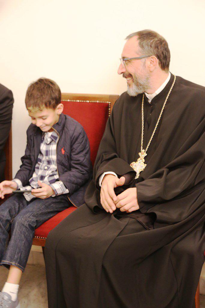 الأب مع ابن طوني بارود وكريستينا صوايا
