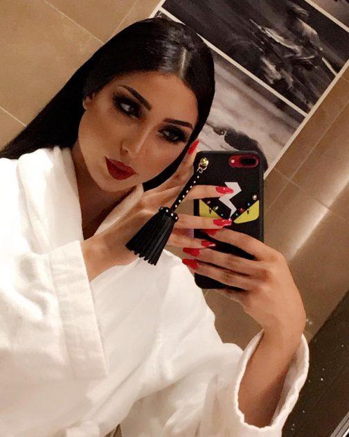 الفنانة المغربية دنيا بطمة بروب الإستحمام