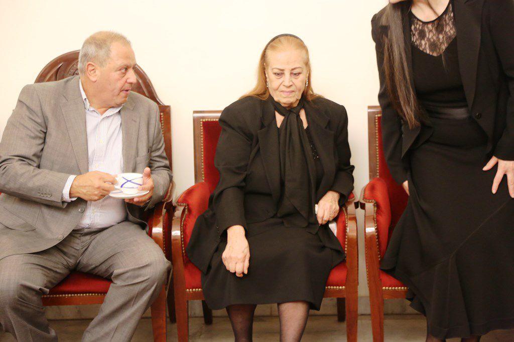 والدة كريستينا صوايا حزينة