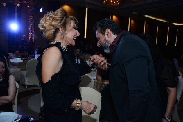 ياسر جلال يقبل يد نادية الجندي