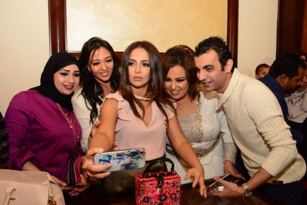 دينا ويزو مع إسراء عبد الفتاح والحضور
