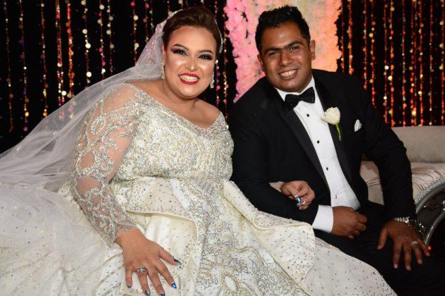 العروس دينا محسن مع زوجها