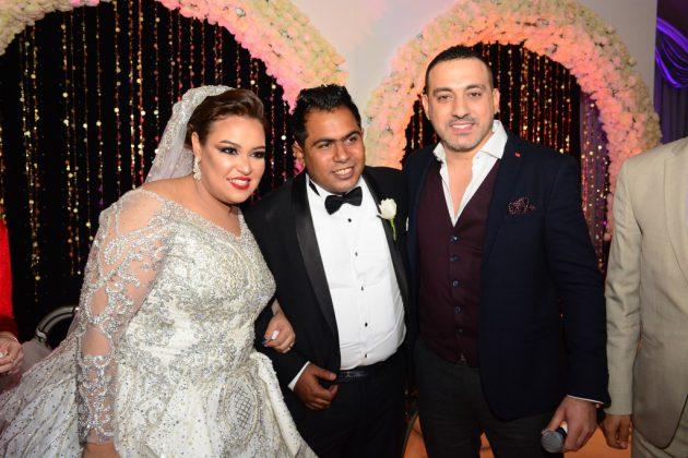 دياب برفقة العروسين