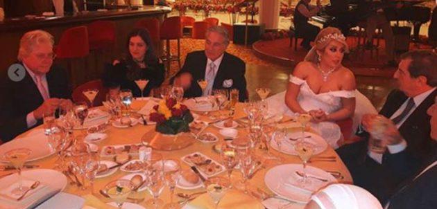 مصطفى فهمي وعروسه خلال الحفل