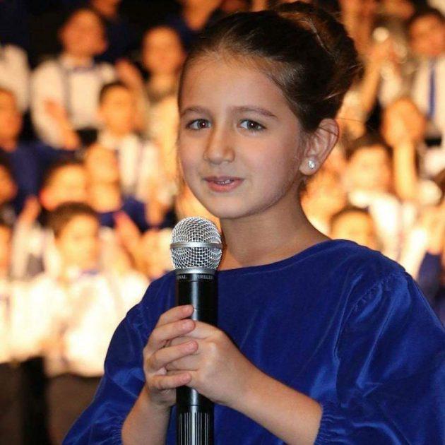 إيلا ابنة نانسي عجرم تغني