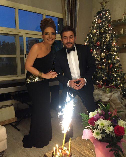 النجم السوري عابد فهد وزوجته الإعلامية زينة يازجي يحتفلان بعيد زواجهما