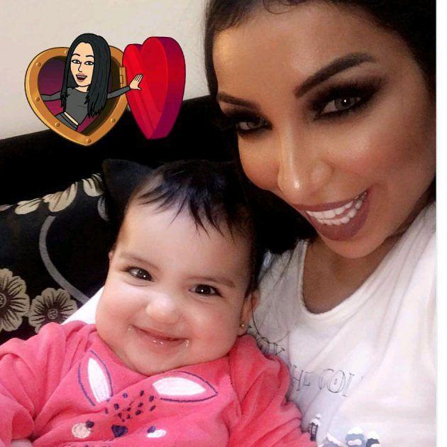 النجمة المغربية دنيا بطمة وابنتها بأحدث لقطة