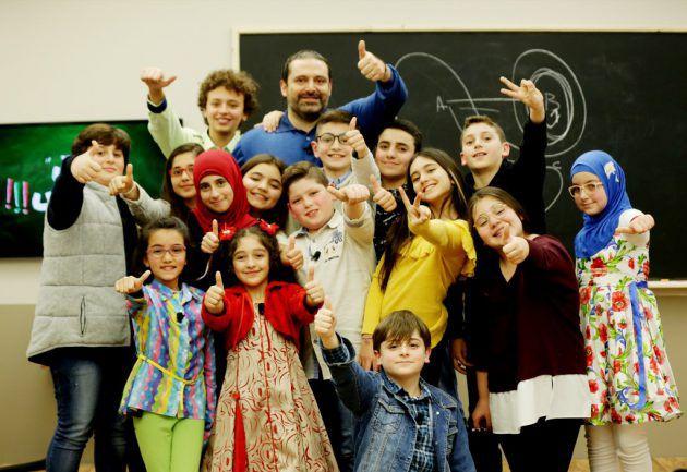 هكذا تجمع الأطفال حول سعد الحريري