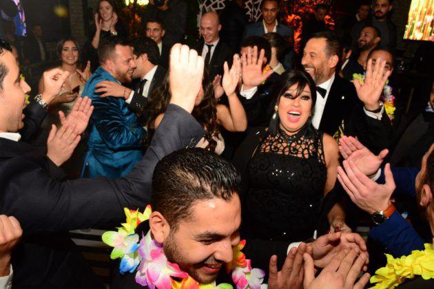فيفي عبده ترقص مع العروسين
