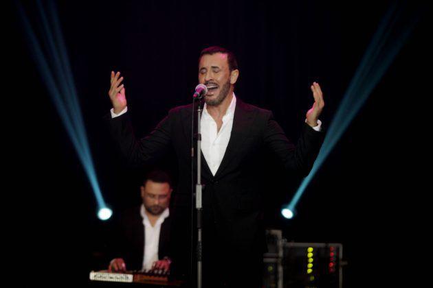 كاظم الساهر يغني لجمهوره في عيد الحب