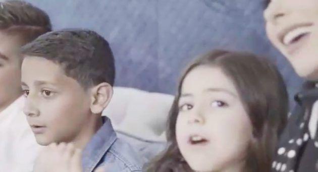 لارين ابنة أمل حجازي تشاركها الكليب