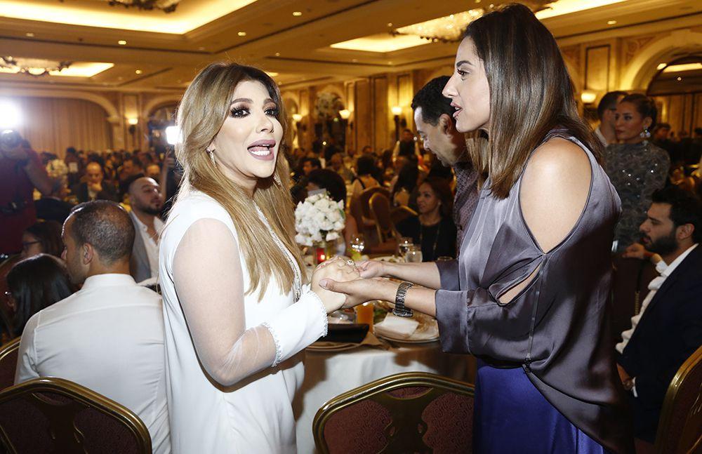 اصالة نصري في حفل ماغي بو غصن قبل إلقاء القبض عليها في مطار بيروت