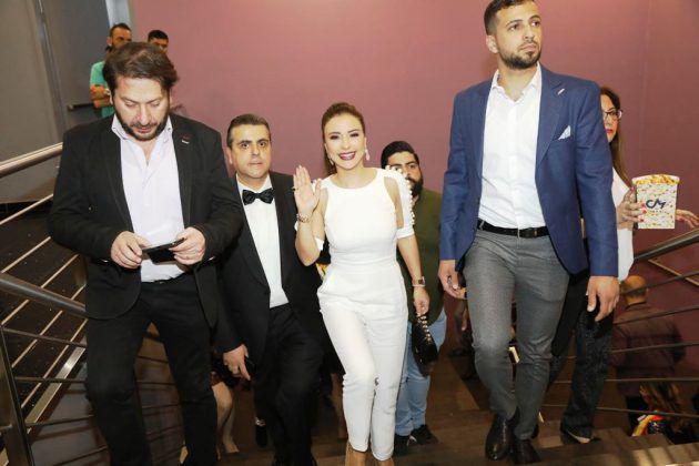 لحظة وصول ماغي أبو غصن وجمال سنان إلى الصالات