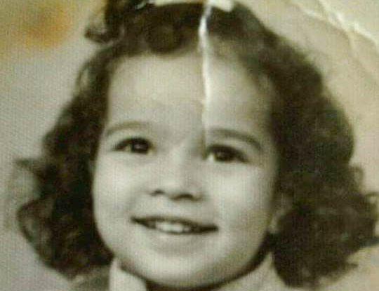 هكذا كانت النجمة اللبنانية نادين نسيب نجيم في طفولتها