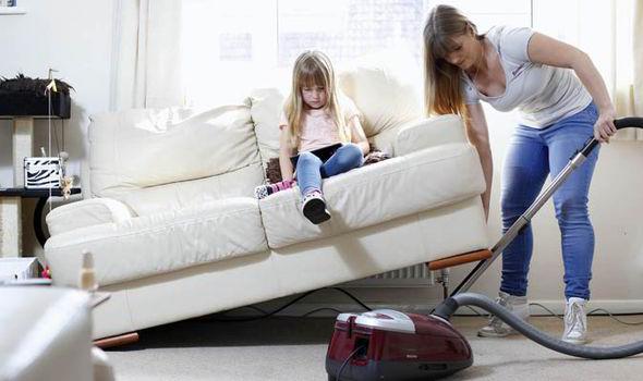 أن الأعمال المنزلية الروتينية تقلل خطر إصابة النساء بسرطان المبيض