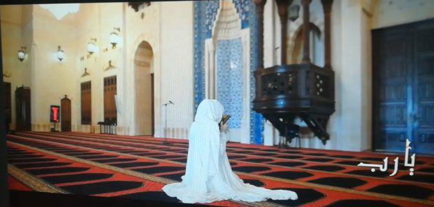 أمل حجازي تدعو لـ الله في مسجد