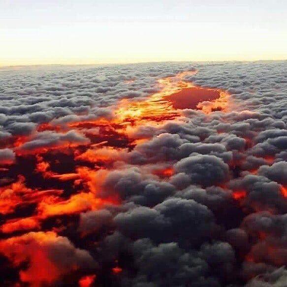 لحظة غروب الشمس من ارتفاع ألف قدم من سطح الأرض