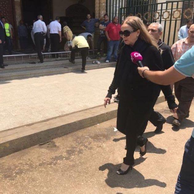 الممثلة المصرية نجلاء فتحي في جنازة مديحة يسري