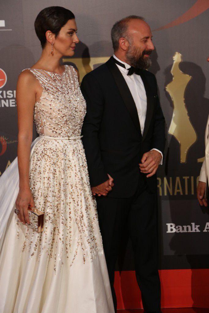 النجمان التركيان خالد أرغنتش وزوجته برغوزار كوريل