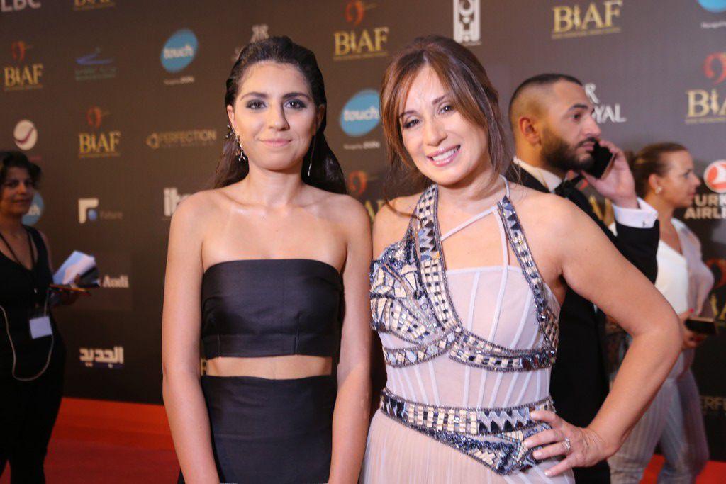 كارين رزق الله اختارت أن تأتي مع ابنتها ناديا