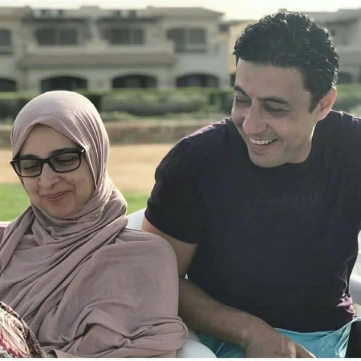 حنان ترك وزوجها في جلسة تصوير عفوية   مجلة الجرس