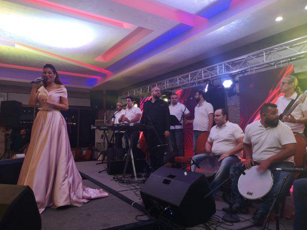 النجمة السورية رويدا عطية تحيي حفلاً في جنوب لبنان