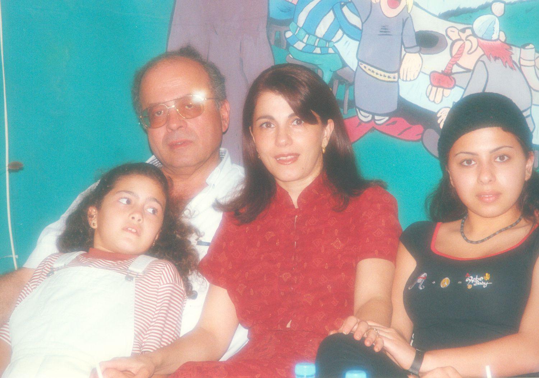 ماجدة الرومي وزوجها أنطوان الدفوني أيام الهنا وابنتهما نور وهلا