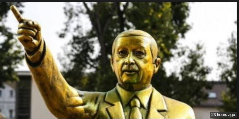تمثال ذهبي لأردوغان أزالوه في ألمانيا نقلاً عن الوكالة الفرنسية