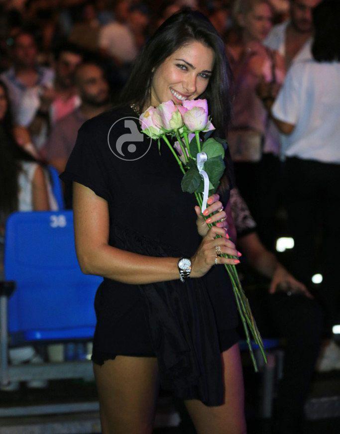 دانييلا رحمة والورود الزهرية