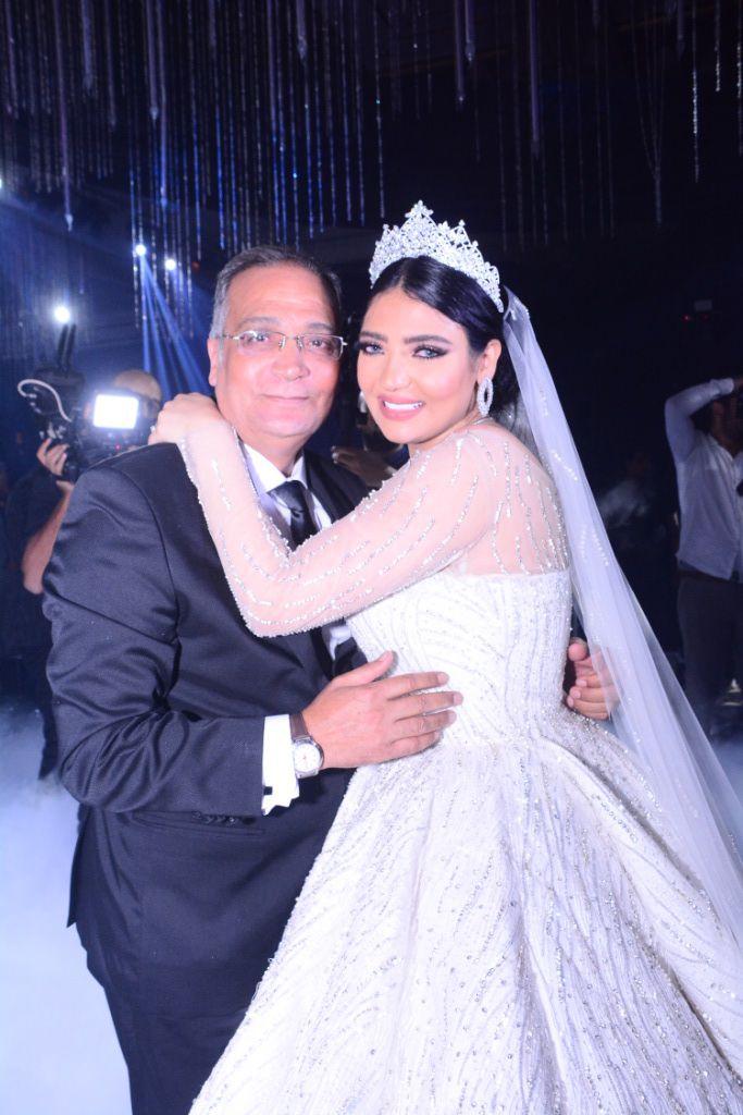 شيرين يحيا وعريسها ووالدها (1)