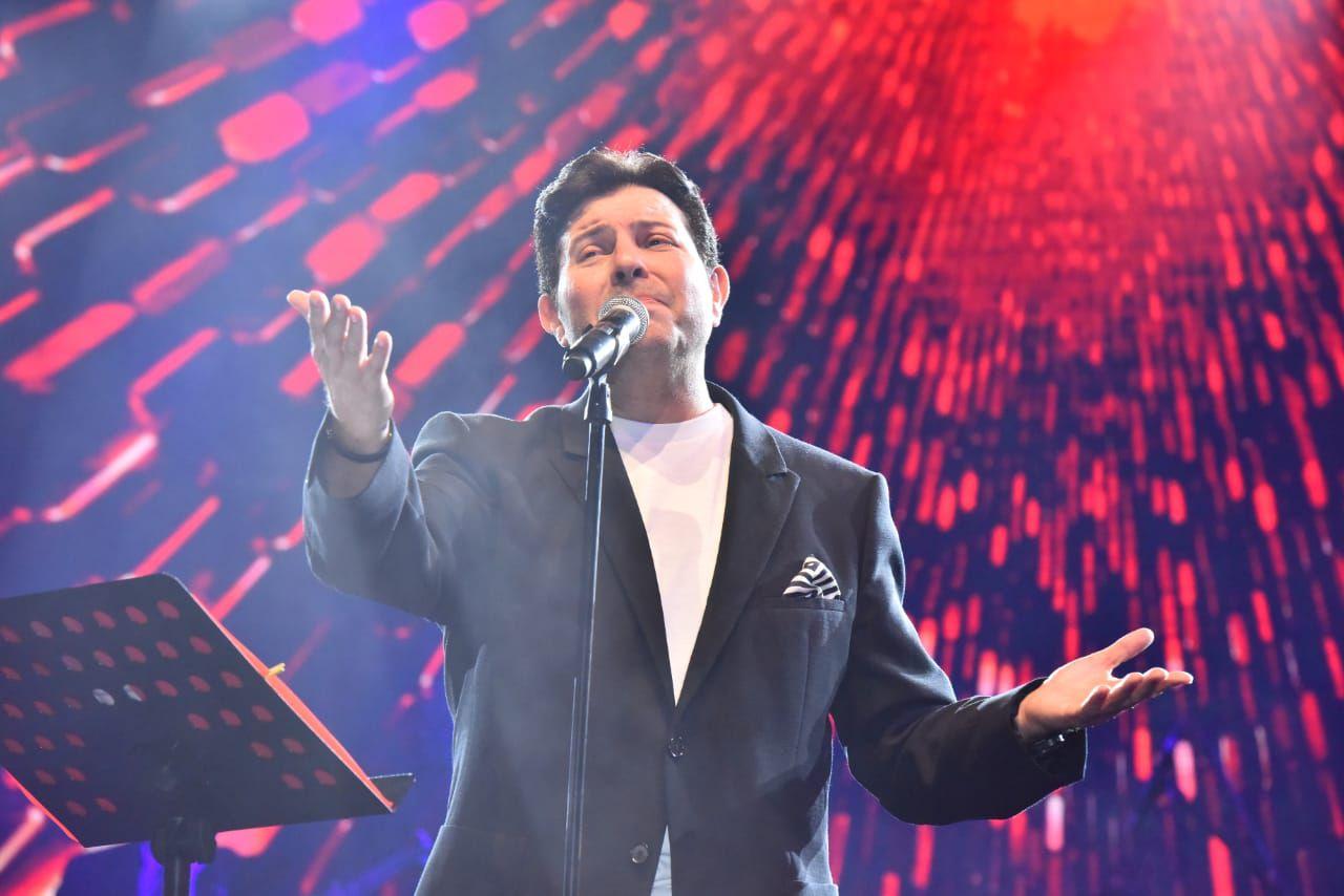 هاني شاكر قدم باقة من أجمل أغانيه