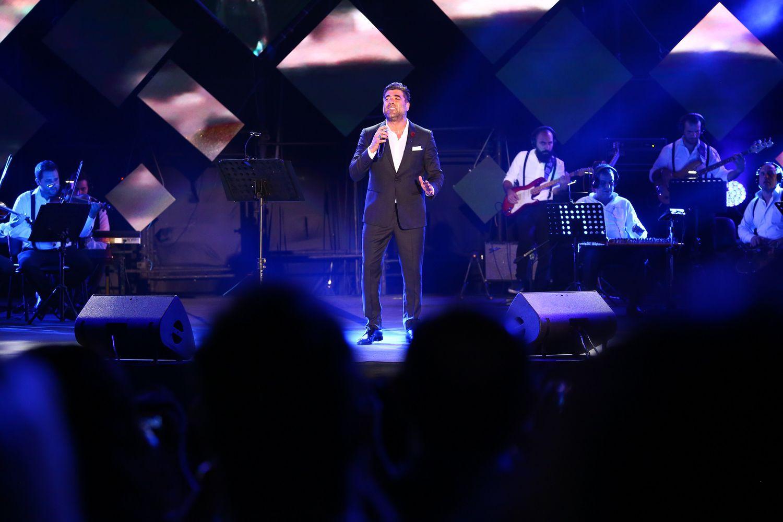 وائل كفوري افتتح الحفل بأغاني العمالقة
