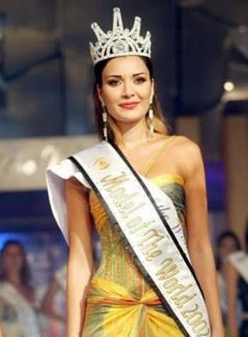 سيرين عبد النور أجمل عارضة أزياء العام 2002